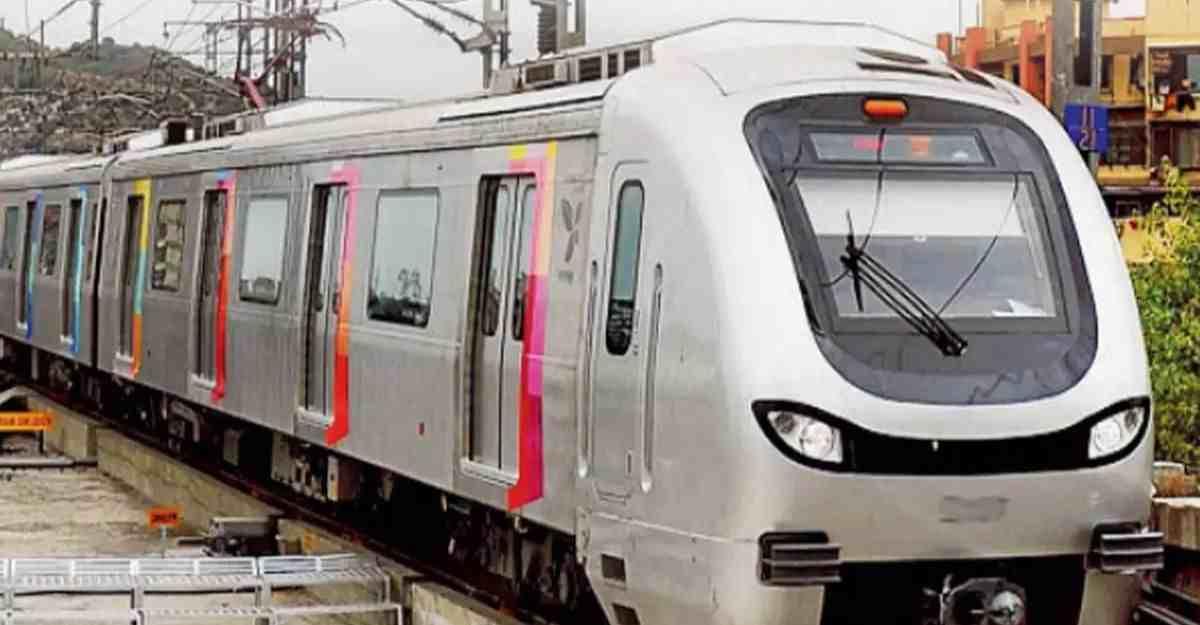 Essay on Metro Train in Hindi